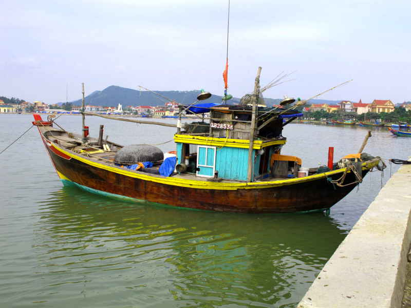 Ly Hoa Double-ended fishing boat with beam trawl aft.